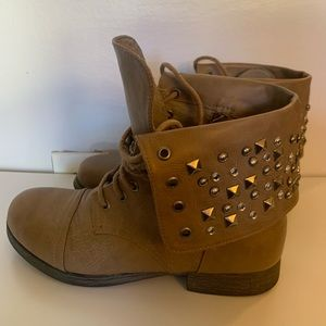 Ankle tan short boots with studs